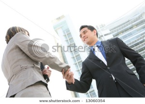 estrechando-manos